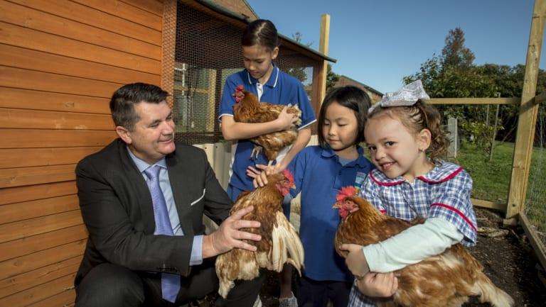 La Perouse Public School principal Matt Jackman with students Piper (11), Sophie (6) and Micah (5).