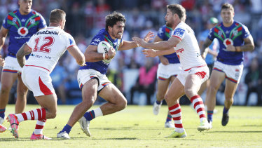 Tohu Harris looks for a way through the St George Illawarra defence.