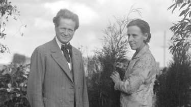 Walter Burley Griffin and Marion Mahony Griffin.