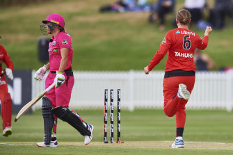 Tahuhu strikes for the Renegades with the prized wicket of Alyssa Healy.