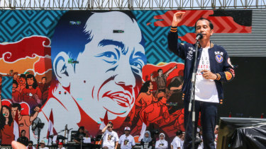 Joko Widodo greeted his supporters while attending the Jogja Unite Indonesian Alumni Declaration at the Kridosono Stadium in March.