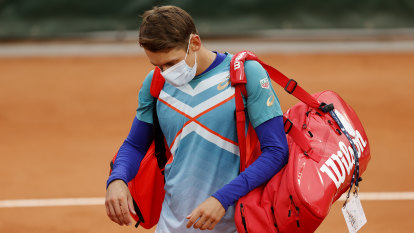 French Open off to a bleak start as Murray and de Minaur crash out