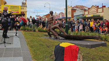 A bronze statue in Gundagai honours  the actions of Wiradjuri men Yarri and Jacky Jacky during the great flood in 1852.