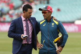Ricky Ponting, left, speaks to Justin Langer at the SCG last year.