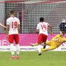 Ten-man Leipzig held by in-form Hertha