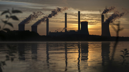 'Not adequate': SunSuper, QSuper members criticise funds' climate policies
