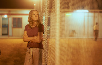 Yvonne Strahovski in Stateless.