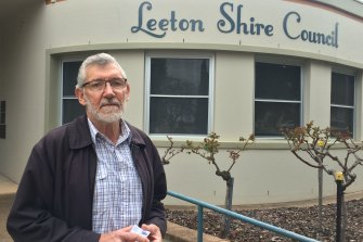 Leeton Mayor Paul Maytom detailed the ridiculous reasons why a hospital's operating theatre was dormant for years.