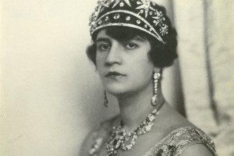 The iconic photo of Queen Soruya, taken by the Bieber Studio in Berlin in 1928.