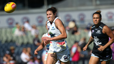 Foley in action for the Crows against Carlton.