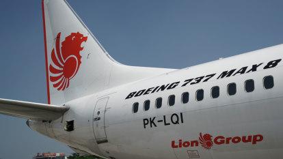 Mystery off-dutypilot aboard Lion Air flight speaks to authorities