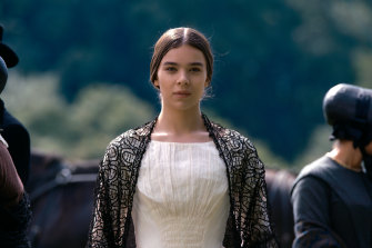 Hailee Steinfeld stars as a rebellious Emily Dickinson.