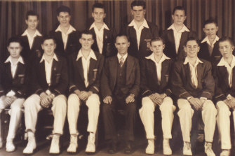 John Howard's former cricket team. Mr Howard sits in the bottom row, second from the right