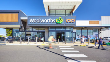 Curlewis neighbourhood shopping centre has sold.