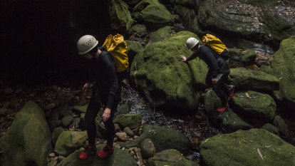 Police divers join search for missing canyoners
