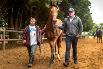 Darren Weir (right) with Stevie Payne and the Melbourne Cup-winning horse Prince of Penzance in 2015.