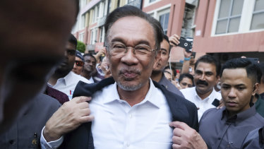 Anwar Ibrahim has had negotiations with Mahathir Mohamad.