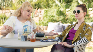 Rebel Wilson stars as Penny Rust and Anne Hathaway as Josephine Chesterfield in The Hustle.