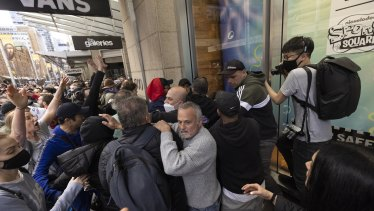 A crowd mobs a police officer during Sydney's anti-lockdown protests on Saturday.