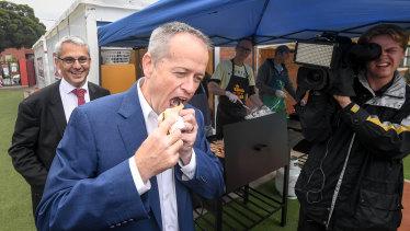 Bill Shorten has his democracy sausage - double onion, no sauce - on Saturday.