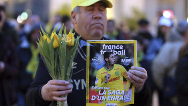 A FC Nantes soccer fan pays tribute to missing soccer player Emiliano Sala.
