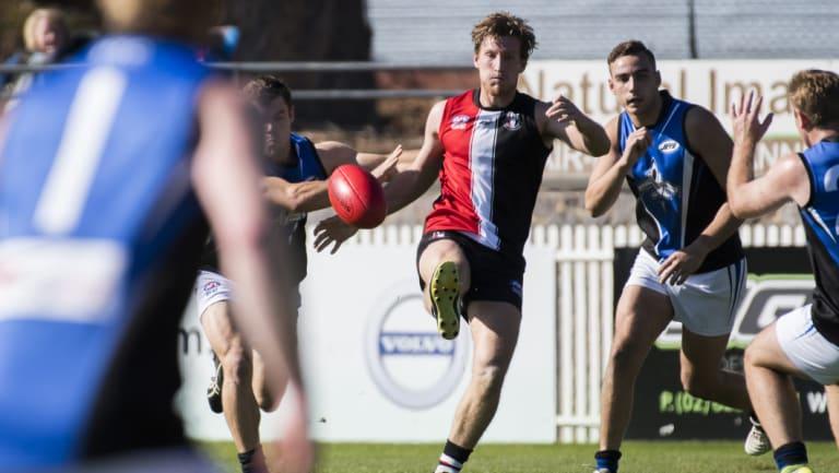 Ainslie's Max Richardson kicks the ball.
