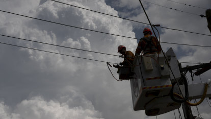 Ausgrid provides generators for hundreds still without power