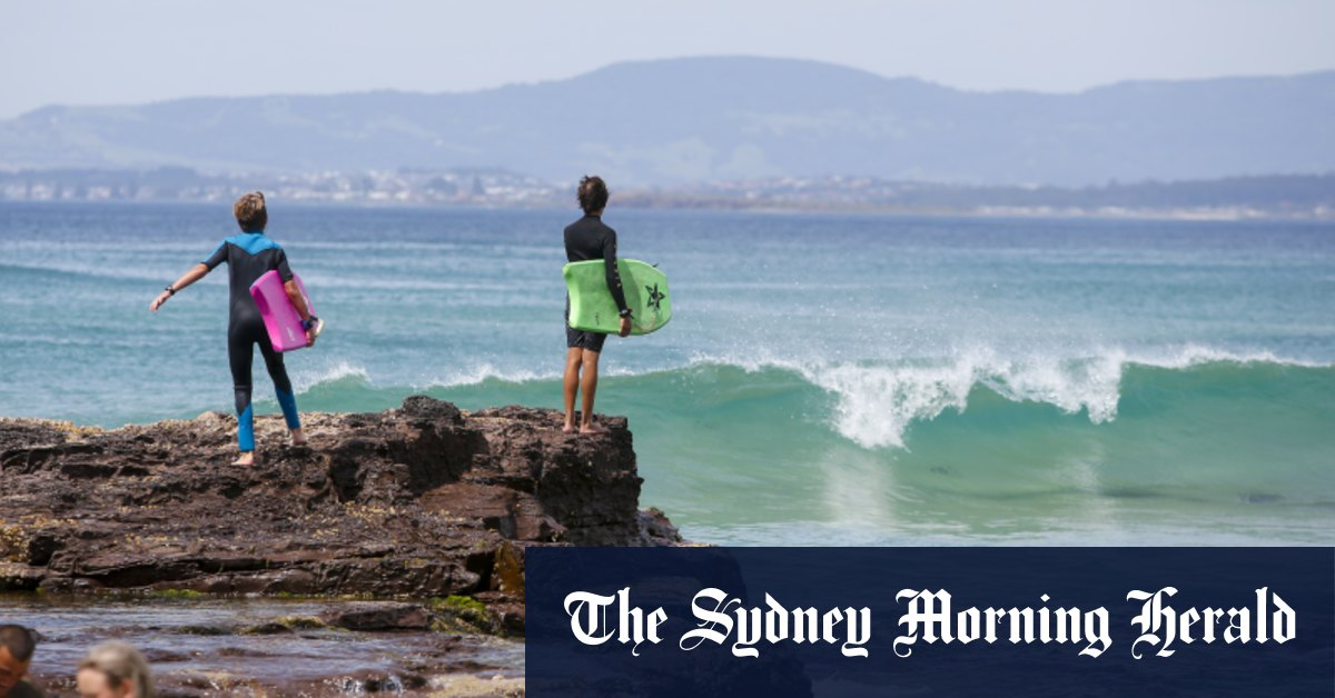 Three people dead after being swept into surf in Port Kembla – Sydney Morning Herald