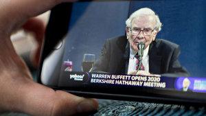 Warren Buffett shifts his bank bets.