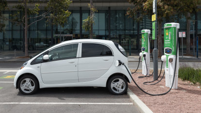 Mandate EV charging points in new homes and offices, experts say