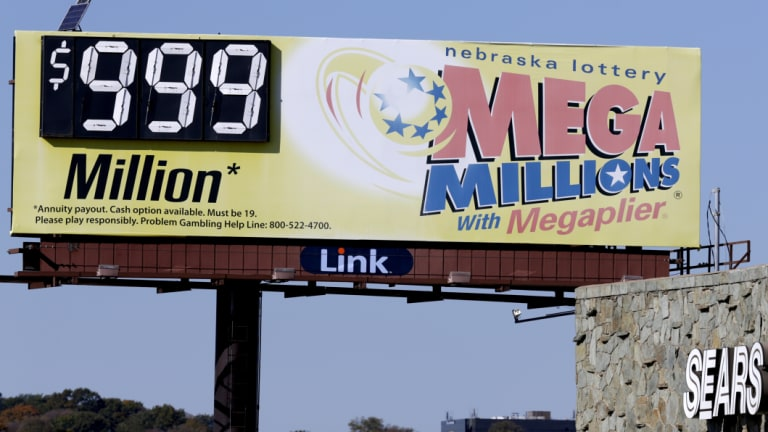 The Mega Millions jackpot, along with a Powerball lottery prize that stands at $US620 million, has caused lotto fever to sweep across the US over the last few days.