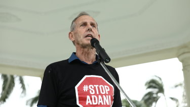 Former Greens leader Bob Brown led a Stop Adani rally in Mackay on Saturday, next to the pro-coal protest.