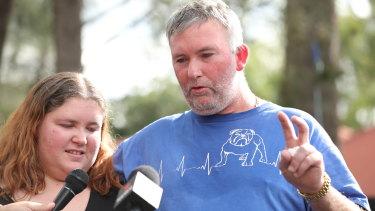 Joseph Shorey dan putrinya Shanice berbicara kepada media di lokasi kejadian.