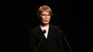 Journalist Jana Wendt  speaks at the memorial service.