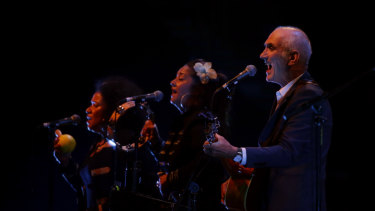 Paul Kelly performing with Vika and Linda Bull.