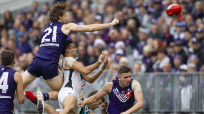 Dockers coach Ross Lyon returns serve at rival coach over tactics