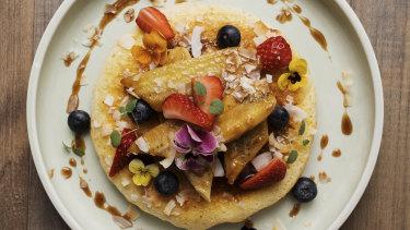 The ricotta hotcakes with banana.