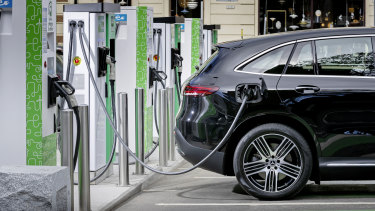 It would cost $200 million to convert the Commonwealth fleet to electric vehicles, the Parliamentary Budget Office has found.