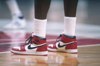 Michael Jordan dons a pair of Air Jordan 1s during a 1985 NBA match against the Bullets in Washington.