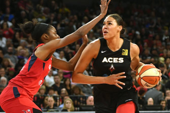 Liz Cambage playing in Las Vegas in the 2019 WNBA playoff semi-finals.