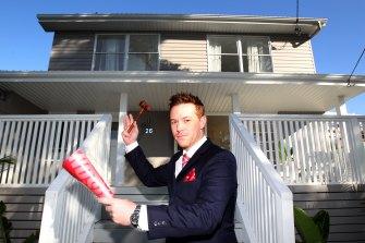 "Auctioneer Stuart Benson said Police Minister David Elliott was a ""mate""."
