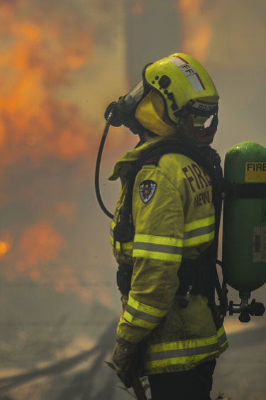 Sydney on high alert as RFS warns calm conditions 'will change rapidly'