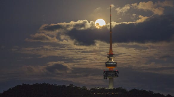 The moon will turn blood red in Canberra early on Saturday morning