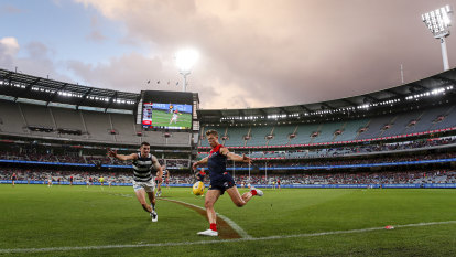 'Three to five years away': Private ownership eyes off AFL clubs