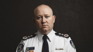NSW RFS commissioner Shane Fitzsimmons will step down to take on a new role.