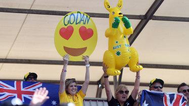Fans cheer Ricciardo.