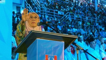 Seri Wan Azizah, the Malaysian opposition leader on stage at Pakatan Harapan campaign rally in Selangor Malaysia, on Monday.