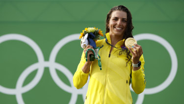 Jessica Fox with her gold medal.