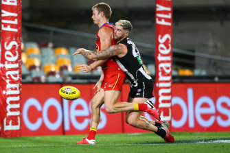 Like a librarian: Collingwood's Jack Crisp denies Nick Holman a certain goal.