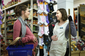Meghan and Agatha meet in the supermarket and bond over their shared imminent motherhood.